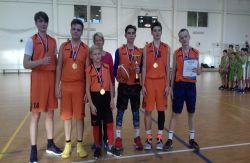 Победа на соревнованиях по баскетболу «Янтарный мяч»